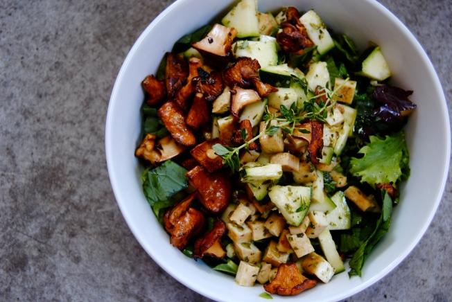 Salade tiède de champignons sauvages
